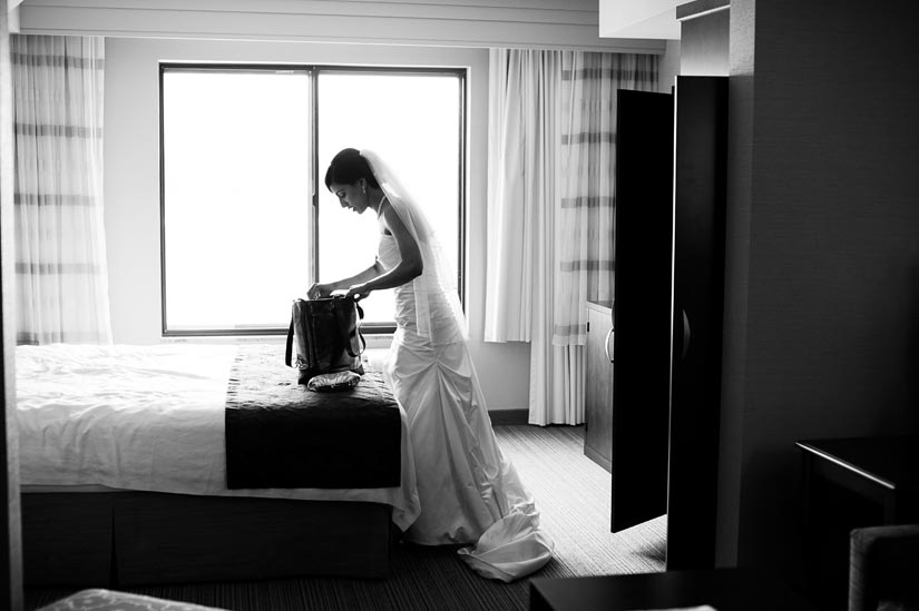 bride getting ready at courtyard inn fredericksburg